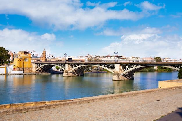 Brücke puente isabel ii in triana sevilla andalusien Premium Fotos
