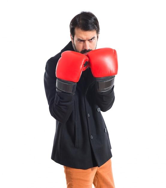 Brunette mann mit boxhandschuhen Kostenlose Fotos