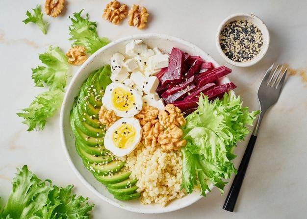 Buddha-schüssel, ausgewogenes essen, vegetarisches menü. Premium Fotos