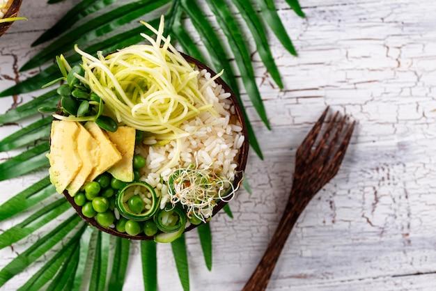 Buddha-schüssel des strengen vegetariers mit gemüse Premium Fotos