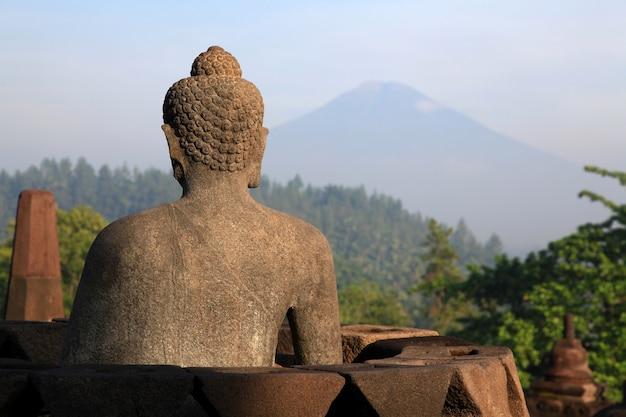 Buddha-statue am borobudur-tempel Premium Fotos
