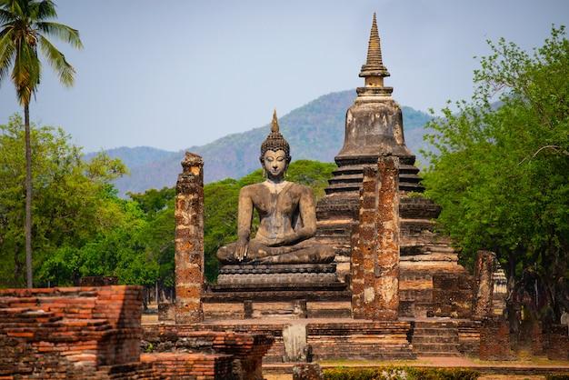 Buddha-statuen an alter hauptstadt wat mahathats von sukhothai Premium Fotos