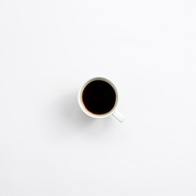 Bürodesktop mit einer kaffeetasse Kostenlose Fotos