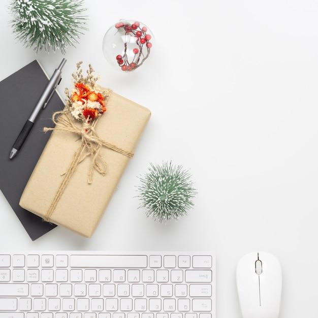 Büroräume mit weihnachtsdekoration Premium Fotos