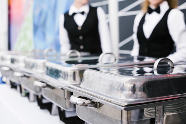 Buffet mit frischen lebensmitteln zum servieren Kostenlose Fotos