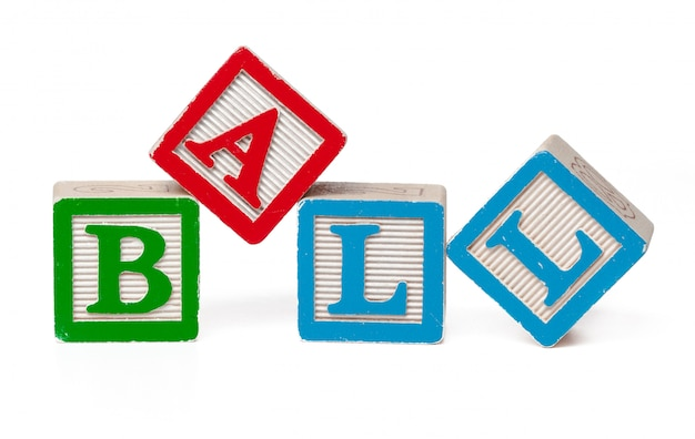 Bunte alphabetblöcke. wortball lokalisiert auf weiß Premium Fotos