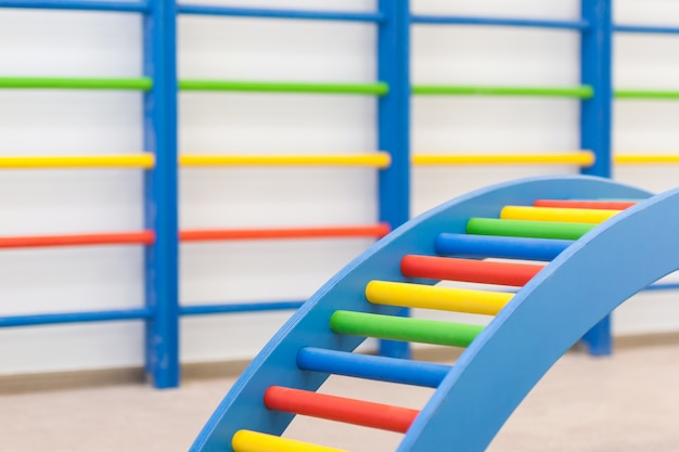 Bunte babyleitern im kindergarten Premium Fotos
