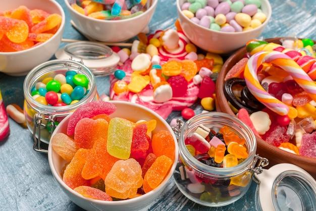 Bunte bonbons gemischt Premium Fotos