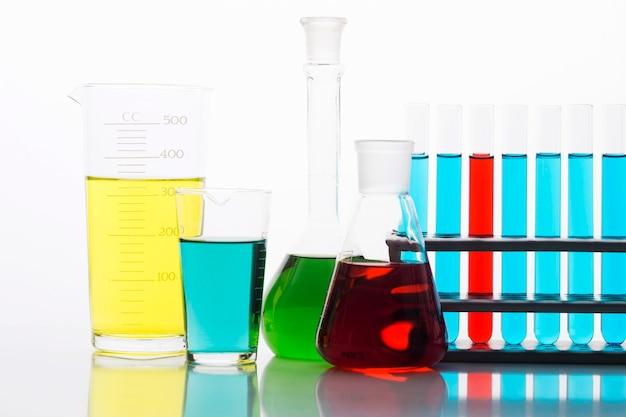 Bunte chemische zusammensetzung im labor Kostenlose Fotos