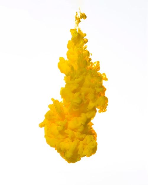 Bunte gelbe tinte, die herunterfällt Kostenlose Fotos