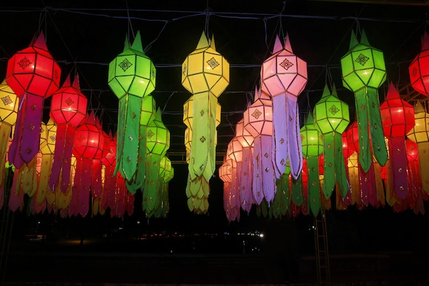 Bunte lanna laternenfestivaldekoration, chiang mai, thailand Premium Fotos