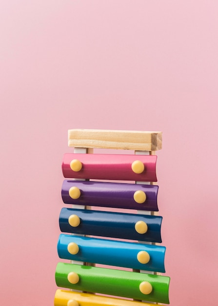 Bunte xylophonanordnung auf rosa Kostenlose Fotos
