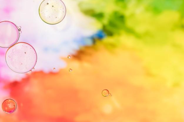 Bunter hintergrund mit transparenten luftblasen Kostenlose Fotos