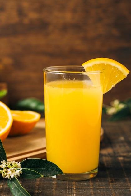 Bunter orangensaft im glas Kostenlose Fotos