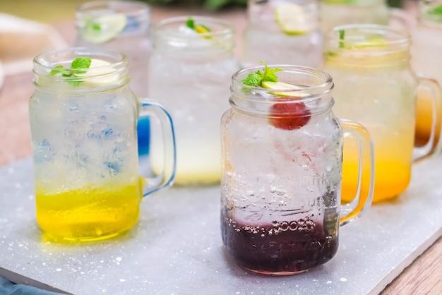Buntes italienisches soda Premium Fotos