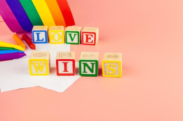 Buntstifte. lgbt-farbige Premium Fotos