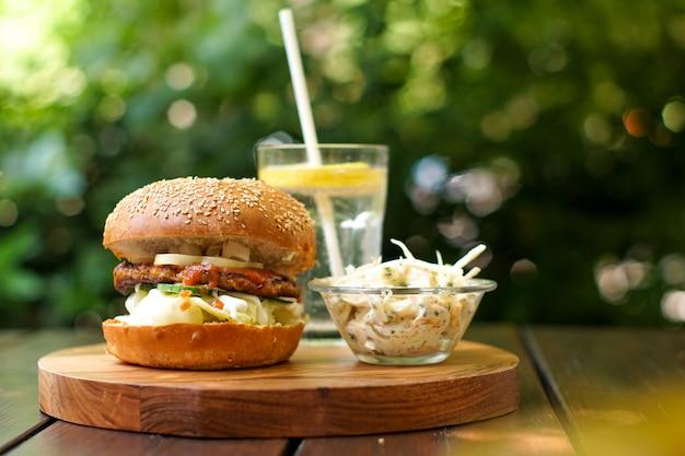 Burger und trinken Premium Fotos