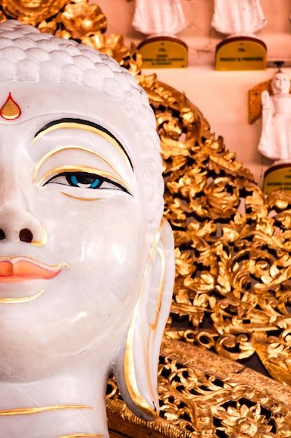 Burmesischer dhamikarama-tempel in penang, malaysia Premium Fotos