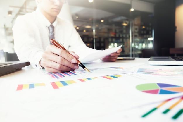Business-analyse idee konzept. Kostenlose Fotos