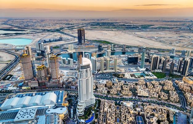 Business bay district vom burj dubai aus gesehen Premium Fotos