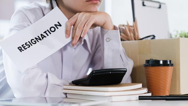Business jobwechsel, arbeitslosigkeit, zurückgetreten. Premium Fotos