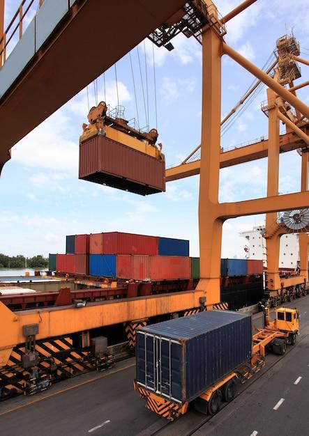 Business-logistik-konzept, containerladung Kostenlose Fotos