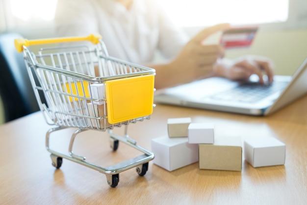 Business-shopping-online-konzept. Kostenlose Fotos