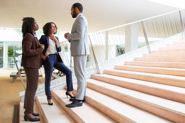 Business-team auf den stufen Kostenlose Fotos