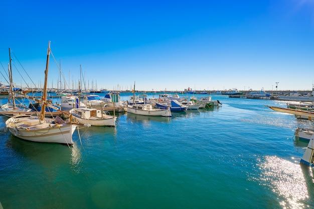 Cambrils hafenboote in tarragona katalonien Premium Fotos