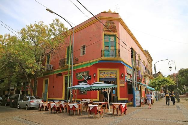 Caminito gasse in der la boca nachbarschaft, buenos aires, argentinien Premium Fotos