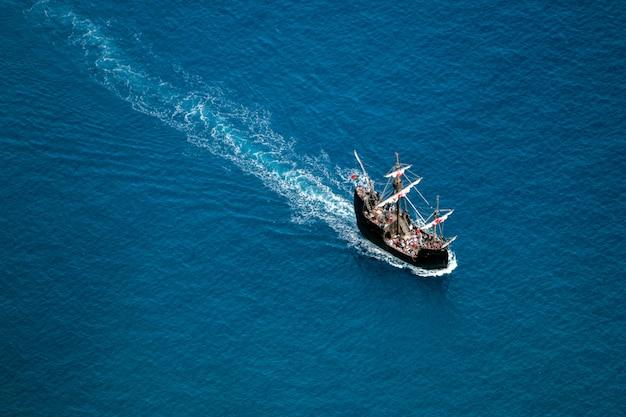 Caravel replica segeln Premium Fotos