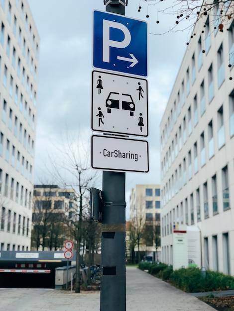 Carsharing-fahrzeugparkzeichen Premium Fotos