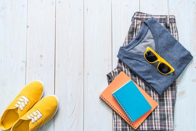 Casual outfits für männer, sommerferien Premium Fotos