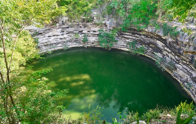 Cenote sagrado heiliger dolch chichen itza Premium Fotos
