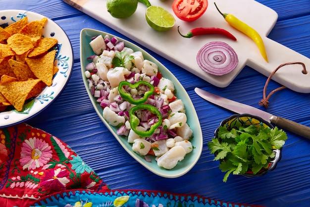 Ceviche mexikanisches rezept mit nachos Premium Fotos