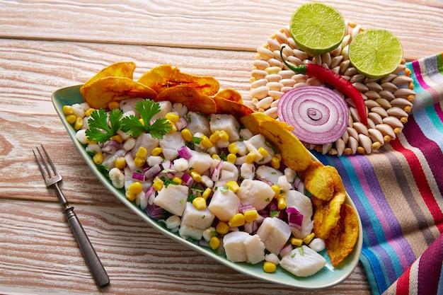 Ceviche peruanisches rezept mit gebratener banane Premium Fotos