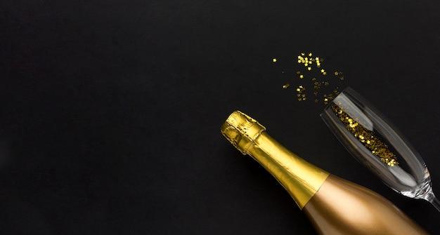 Champagnerflasche mit kopierraum Kostenlose Fotos