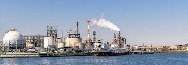 Chemische fabrik panorama Premium Fotos
