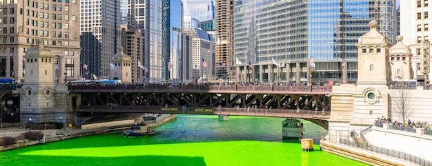 Chicago, das fluss färbt Premium Fotos