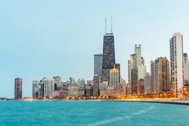 Chicago in der abenddämmerung Premium Fotos