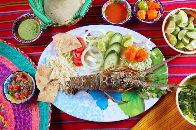Chili-saucen-tortilla der mexikanischen art der hummermeeresfrüchte Premium Fotos