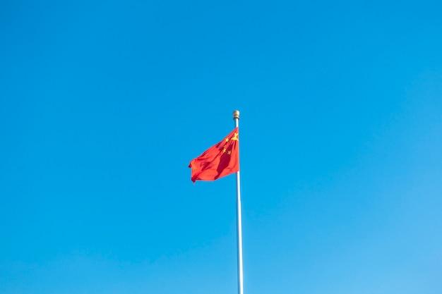China flagge am blauen himmel Premium Fotos
