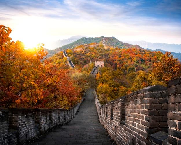 Chinesische chinesische mauer im herbst Premium Fotos