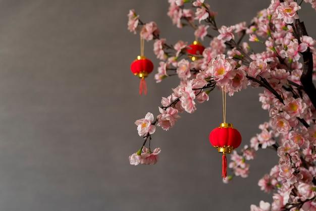 Chinesische dekoration des neuen jahres mit blumen Kostenlose Fotos