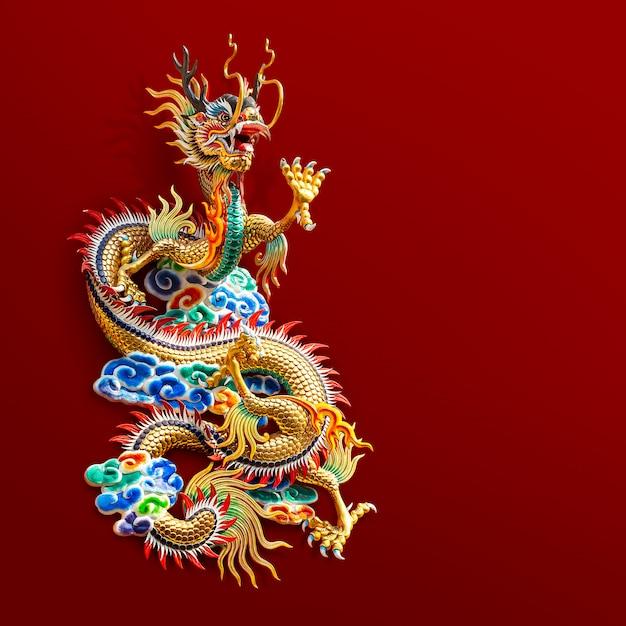 Chinesische goldene drachestatue Premium Fotos