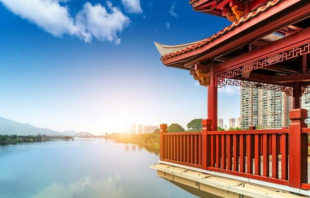 Chinesische klassische architektur gegen den himmelhintergrund Premium Fotos