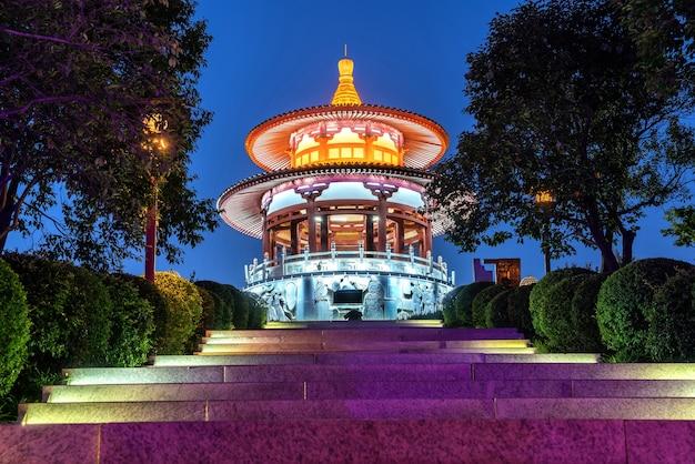 Chinesische klassische architektur: pavillon. xi'an, china. Premium Fotos