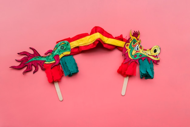 Chinesisches konzept des neuen jahres mit handgemachtem drachen Kostenlose Fotos