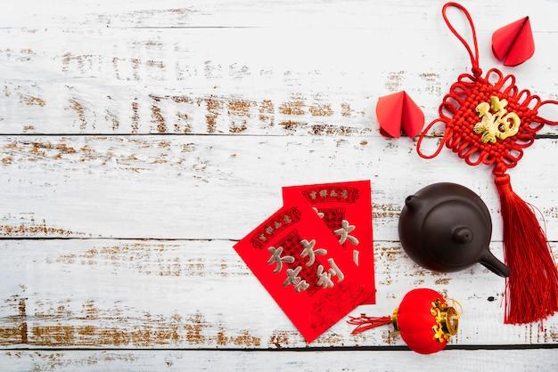 Chinesisches konzept des neuen jahres mit teetopf Kostenlose Fotos