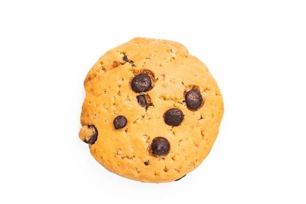 Chocolate chip cookie auf weißem hintergrund Kostenlose Fotos